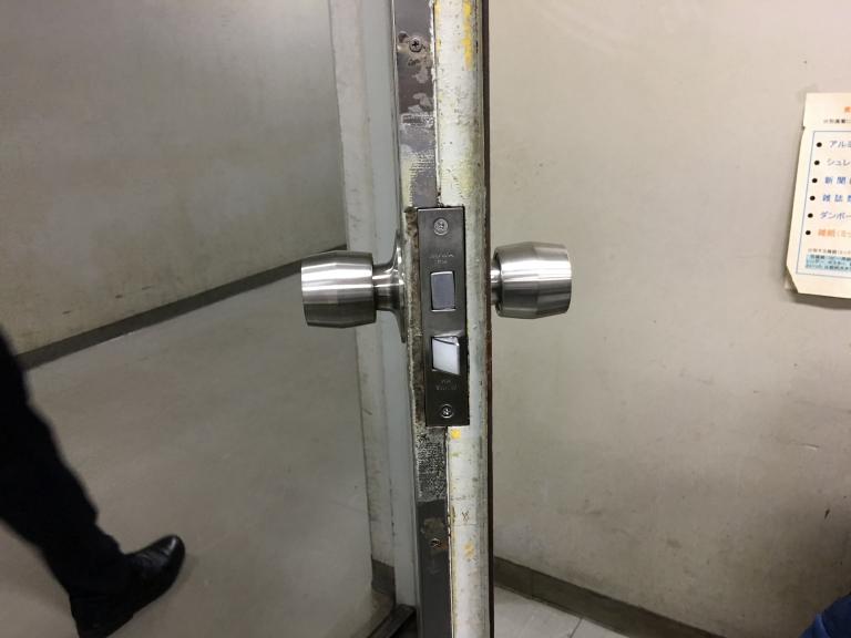 ドアノブ交換工事・ドア補修工事